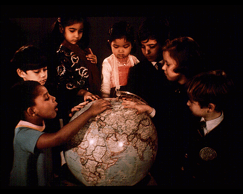 074 - Children with globe, UN