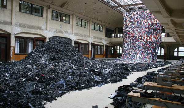 Ni Haifeng - Para-Production - Textiel en naaimachines