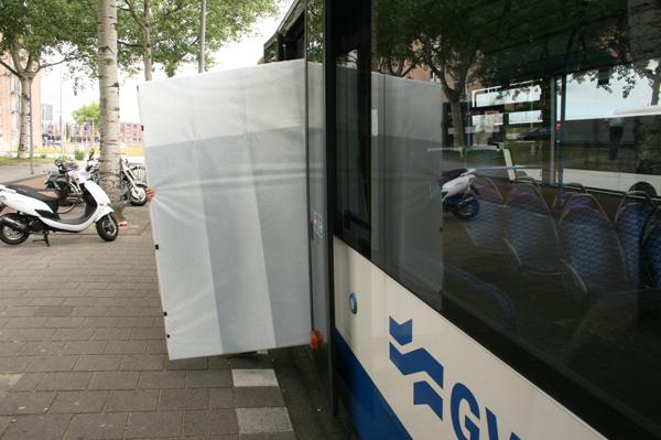 De bus uit past ook precies