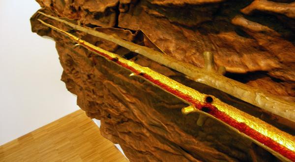 Scrigno (Schrijn) - Leren elementen, brons en hars (detail)