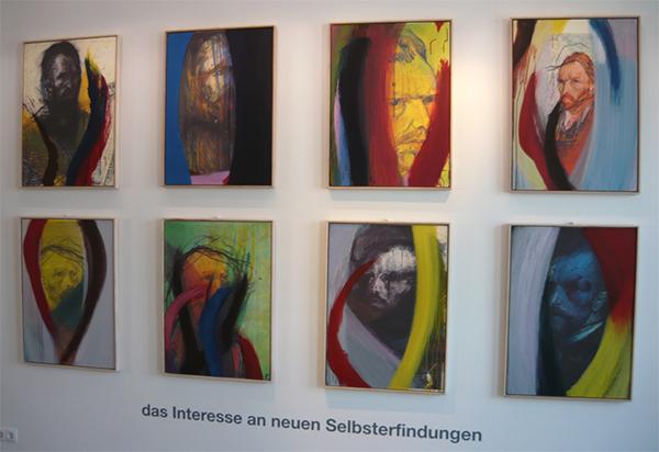 Nieuwe reeks Übermalungen, 2009. De 'nieuwe' kleurrijke verfstroken zijn over laserprint- fotokopieën van de vroege overschilderingen gemaakt. Dertig jaar kunstenaarschap, het verschil tussen het vroege wilde en het op leeftijd gekomen contemplatieve, schemert erdoor heen.