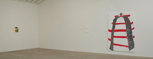 Sommige schilders doen er gewoon toe zonder dat we direct begrijpen waarom. Richard Aldrich is er zo een. Zijn werk onderzoekt duidelijk het medium van het schilderen, bewust van de […]