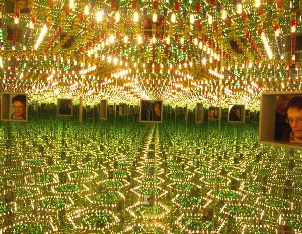 Yayoi Kusama - Infinity Mirrord Room - Love Forever