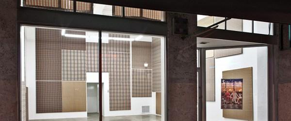 Uit de categorie creatief met ruitjes, het werk van Merlin Carpenter (1967). Carpenter toont een gigantische verzameling polyester en katoen op spieramen van 70×54 inch. Het is duidelijk dat de […]