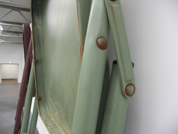 No title (foldering table and chairs, I beige, II dark brown, III Green) - Geverfd staal, aluminium en textiel (detail)