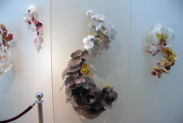 Joris Kuipers - Detoxication IX [en andere werken er om heen] - 160x90x60cm Acrylverf op foamboard