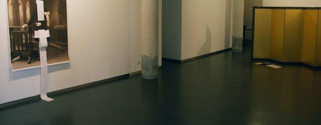 Soms zie je gewoon iets als je ergens binnenloopt dat jedirect aangrijpt, maar geen idee waarom. Dat was mijn eerste impressie toen ik bij Galerie Diana Stigter naar binnen liep. […]