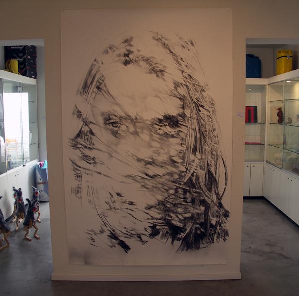 Anouk Griffioen - Zonder Titel - 200x130cm Houtskool en krijt op papier