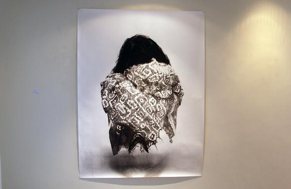 Anouk Griffioen - Zonder Titel - 200x150cm Houtskool en grafiet op papier