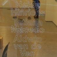 En ook afgelopen en uit Amsterdam, TegenBoschvanVreden met afsluiting van het seizoen; Heide Hinrichs (1976), Tatiana Macedo (1981), Aldwin van de Ven (1980). Drie kunstenaars waarvan het werk volgens het […]