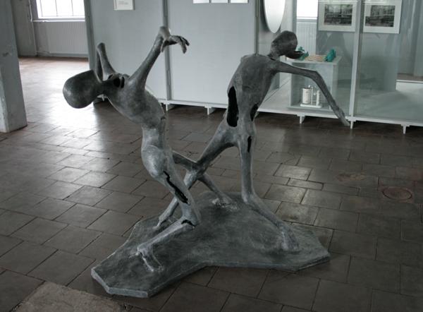 Atelier van Lieshout - 2 Grey Man