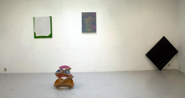 Bouchez, Sindbert (op vloer), Joncquil en Van de Ven (scheef tegen de muur)