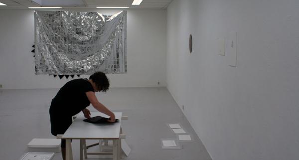 Tamara Dees werkt haar Hokusai project uit.