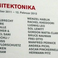 Ook een mooie inzending van Esther uit Hamburger Bahnhof; Architektonika met een mooi lijstje kunstenaars. Deze is nog te zien aldaar tot 12 februari. Nogmaals dankjewel voor de foto's Esther! […]