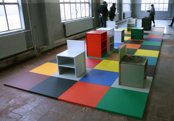 Donald Judd - Diverse aluminium meubelen & Jan van der Ploeg - Architectonisch Conecpt no325