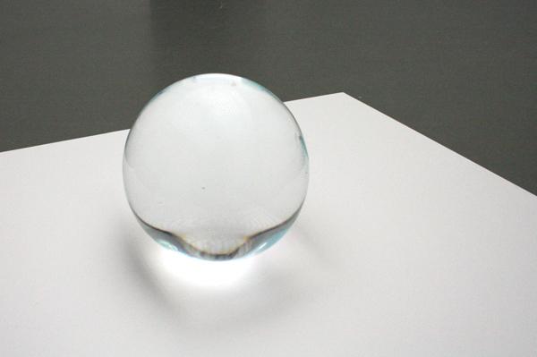 Marijke van Warmerdam - Eiskugel - Hout, lak en ijs