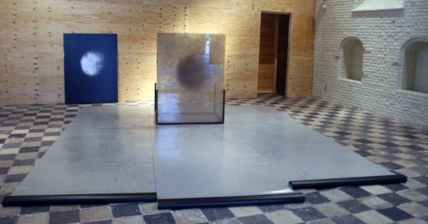 Gwenneth Boelens - Exposure Piece (Sensitizing) - Collodium negatief glas, gelatine zilver contact print op aluminium, metaal en dansvinyl