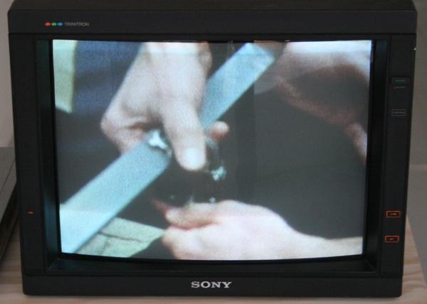 Rebecca Digne - Handcuffs - super8 filmloop