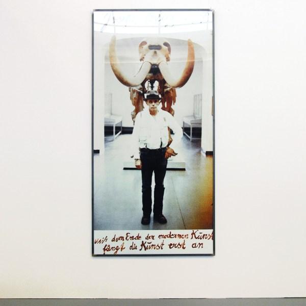 Joseph Beuys - Mit dem Ende der modernen Kunst fangt die Kunst erst an - 225x125cm Foto met tekst door Beuys, 1979
