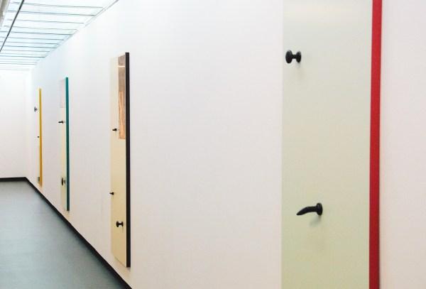 Thomas Raat - Hanging Doors no1 tm no4 - 202x192cm Houten deur, industriele verf, bakeliet handgrepen en koper plaat