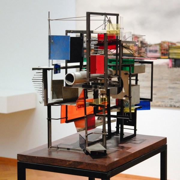 Constant Nieuwenhuijs - Klein Labyr - Metaal, perspex, hout, olieverf en krijt, 1959