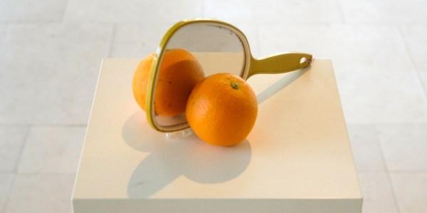 Marijn van Kreij - Untitled - Echte sinasappel, neppe sinasappel en spiegel
