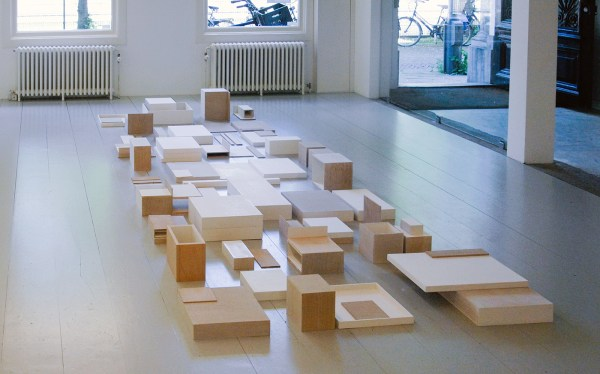 Willy de Sauter - Zonder Titel - Installatie van krijt en gesso op hout