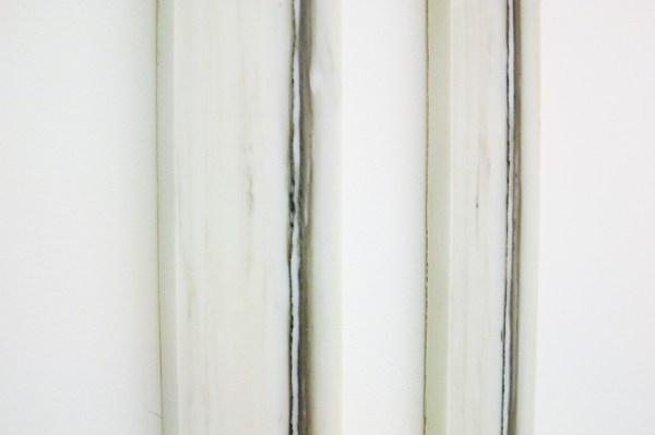 Germaine Kruip - Simultanieous Timeline (11, 1, 9, 6, 7, 8, 2, 10 & 12) - Tweeluik van marmer, tussen 242 en 313cm x 10x2,5cm (detail)