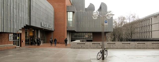 Keihard in je gezicht krijg je een flinke mep uitgedeeld. De tentoonstelling met gigantische werken van Léger was een beetje teleurstellend, maar de wandvullende installaties van James Rosenquist (1922-2017) kunnen […]