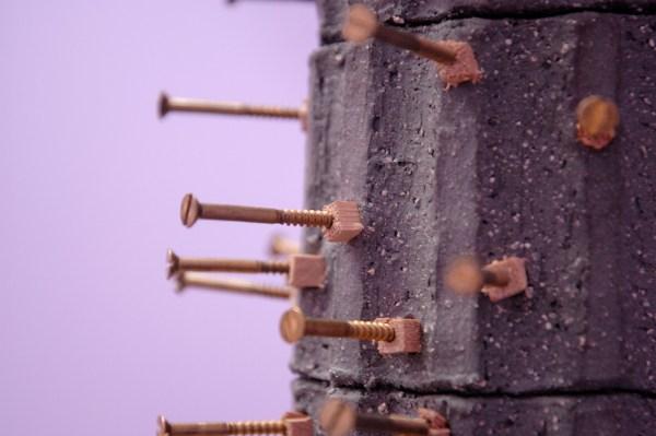 Dodi Espinosa - Cactus Christus - 97x25x25cm Beton, hout en schroeven (detail)