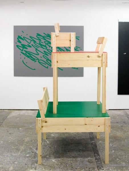 Evelin Brosi & Elvis Bonier - Chair & Stuhl & Stoel - Ruw vurenhout en foamcell (gestructreerd met behulp van de alfabetische linaelen op basis van de plannen van Enzo Mari
