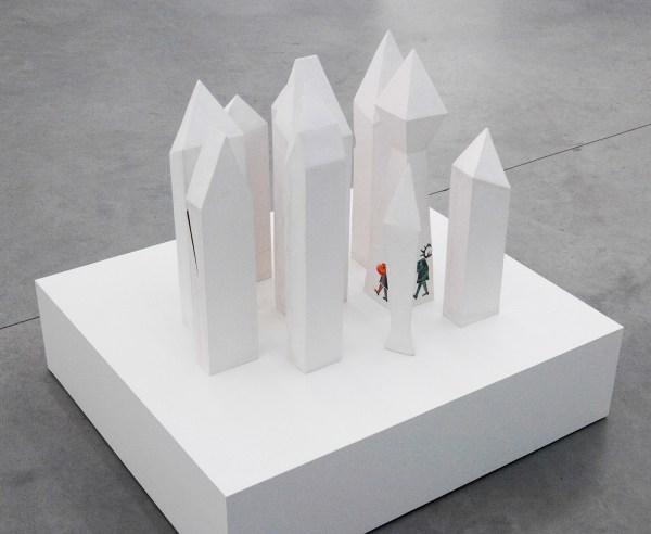 Grace Schwindt - Home - 61x100x90cm Geglazuurde keramiek