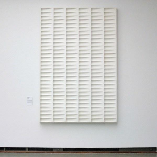 Jan Schoonhoven - R 74 - 9 - Beschilderd papier-mache