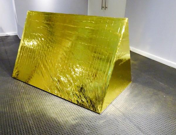 Sarah van Sonsbeeck - Anti Drone Tent - Thermo-deken en frame