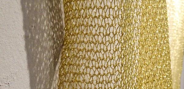 Sarah van Sonsbeeck - One bar of gold, tapestry #1 - 179x141cm Gemetaliseerd textiel draad (detail)