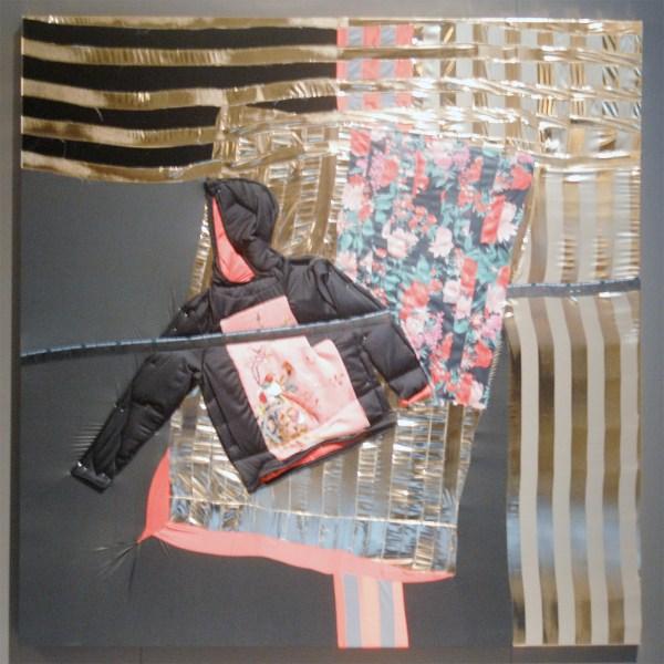 Wouter Paijmans - Bomber Hoody - 200x200cm Polyester textiel, zijde, draad, punaise en lakverf