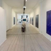 De afgelopen weken was het lastig om tentoonstellingen te bezoeken. Sommige galeries gaan inmiddels voorzichtig open. Voor mij waren er nog wat logistieke beperkingen, de treinen reden niet overal en […]