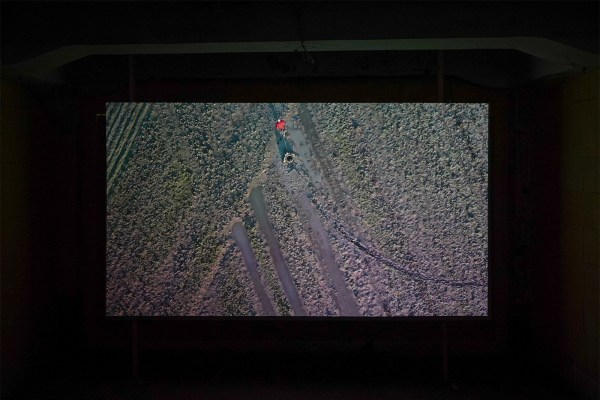Jeroen Jongeleen - Dragging A Circle And A Rectangle Along A Muddy Field, Goeree-Overflakkee, Corona 4, 2020 - Video (detail)