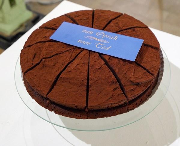 Koosje Schmeddes - Let us eat cake - 85x200x100cm Cake op sokkel en in de diepvries