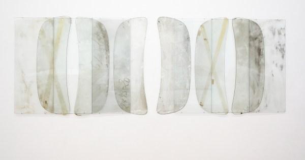 Anneke Eussen - 3 leaps second - 105x285cm, Glasplaten en verweerde autoruiten