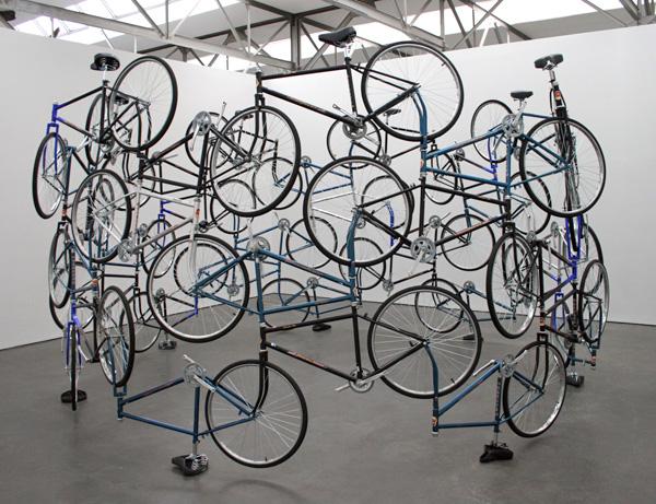 Ai Weiwei - Forever - 42 fietsen van het Chinese Forever merk