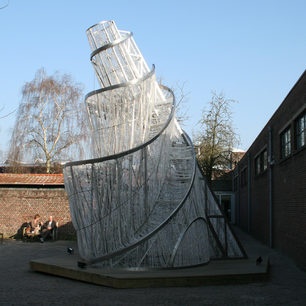 Ai Weiwei - Fountain of Light - Staal, kristallen en houten platform