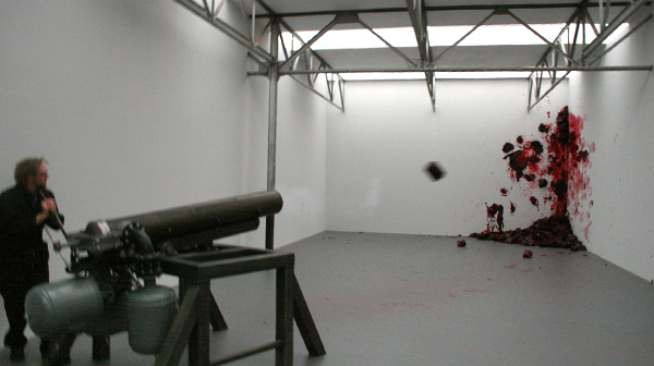 Anish Kapoor - Shooting into the Corner - Mixed Media (in actie)