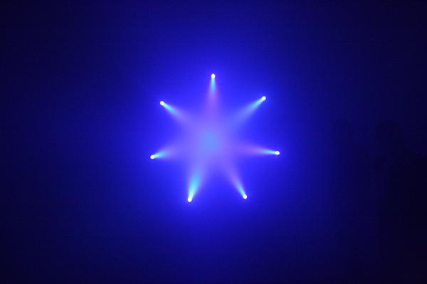 Ann Veronica Janssens - Bluette - Rookmachine en kleurenfilter
