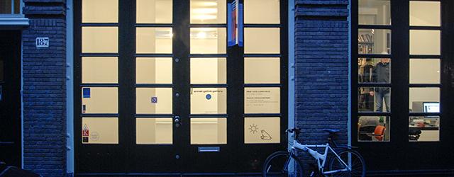 Hoeveel indruk kunnen acht kleine schilderijen maken?Het werk van Rezi van Lankveld (1973) is klein, de meeste doekenmeten rondom de 50 bij 40 centimeter. Bescheiden van formaat maar ook het […]