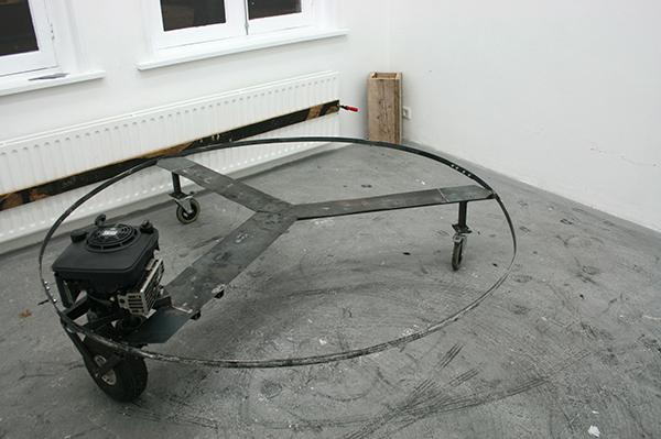 Arek Laskowski - Circle - IJzer, motor en wielen