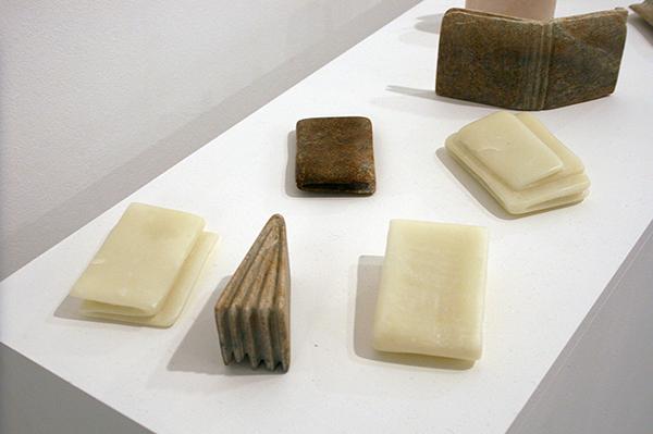 Aukje Koks - Solids - Serie van 20 beursen van zeep (detail)