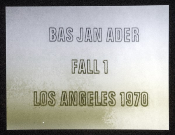 Bas Jan Ader - Fall 1, Los Angeles - 19seconden 16mm film (op DVD), 1970