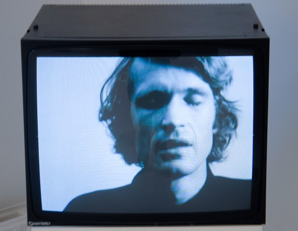 Bas Jan Ader - I'm Too Sad To Tell You - 3,21minuten 16mmfilm (naar DVD), 1971