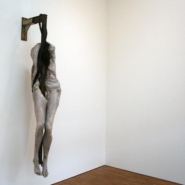 Berlinde de Bruyckere - Invisible Beauty - Wax, epoxyhars, hout, ijzer, leer, wol, touw en paardenhaar